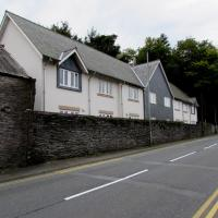 SH7400 : Houses behind a stone wall, Machynlleth