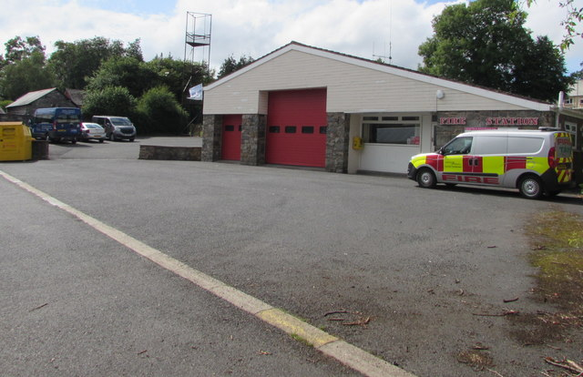 SN9768 : Rhayader Fire Station and vehicle